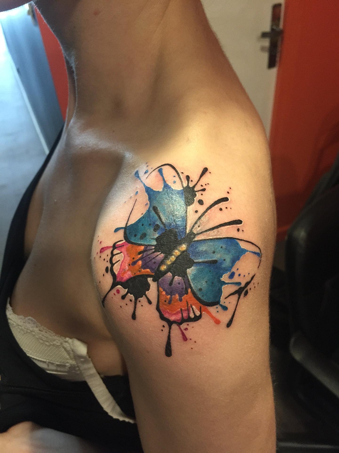 frais tatouage papillon