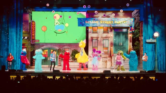"Sesame Street Live ""Let's party"""