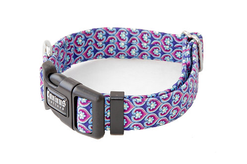 Clam Shell Hearts Cat Collar