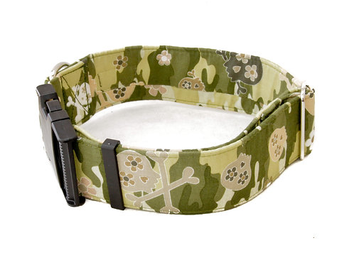 Camouflage and Skulls Collar