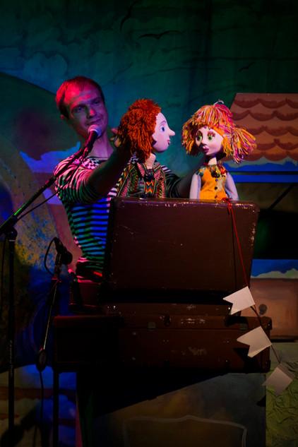 """Куклы Оливия и Даниэль в спектакле """"Робинзон Крузо"""".jpg"""