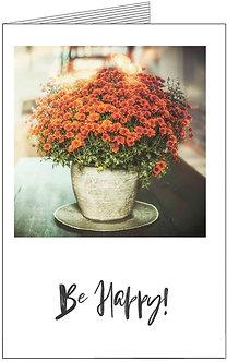 лістівка з 8 березня, квіти у вазоні, які стоять на столі