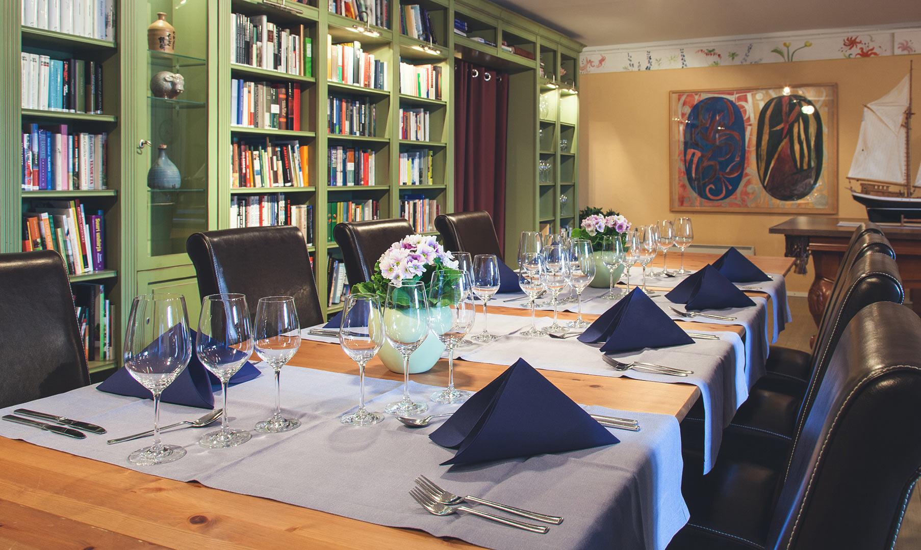 Illallinen Kirjastossa
