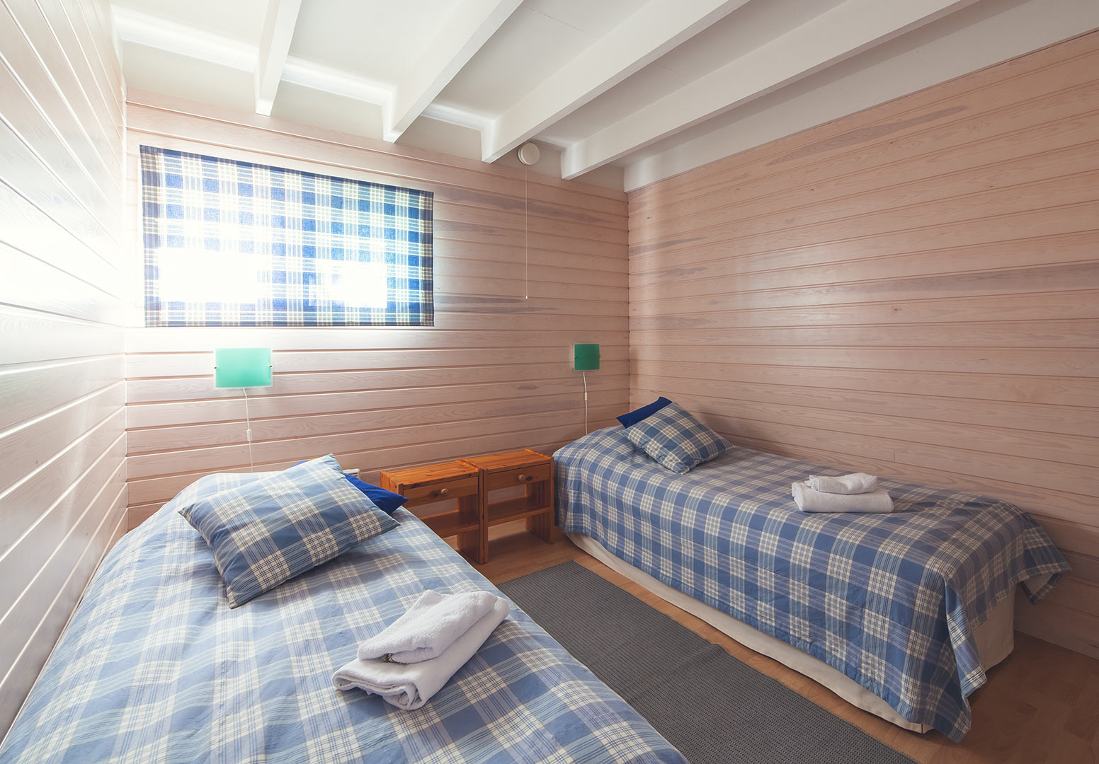 Rantahuvila Kompassin makuuhuone