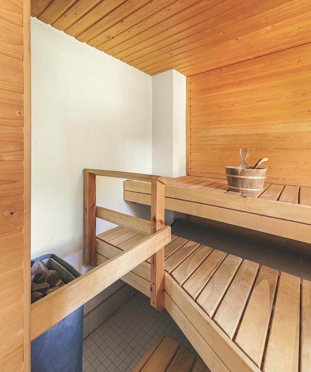Huvilan puulämmitteinen sauna