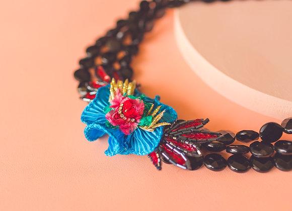 blue daffodil necklace