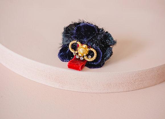 A queen ring