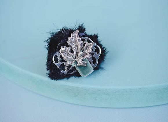 a silver leaf ring