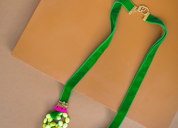"""yellow green """"your majesty""""necklace"""