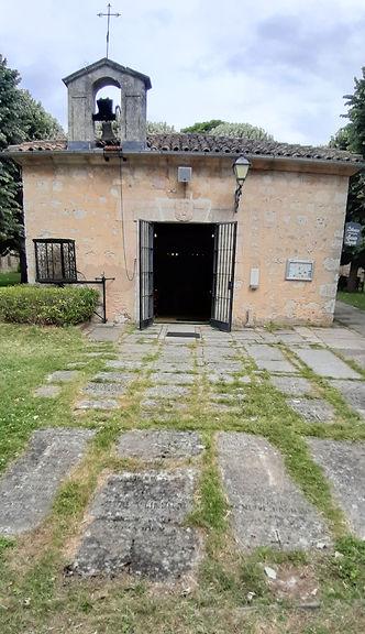 Losas sepulcrales ante la Ermita de San Amaro (Burgos)