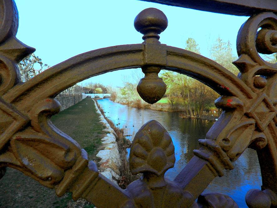 Detalle de la barandilla del Puente Besson (Burgos)