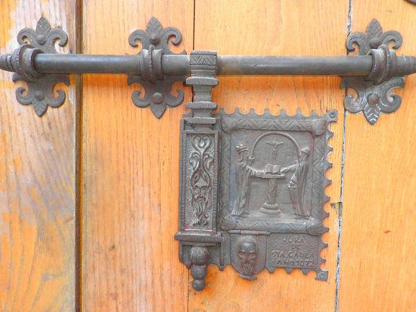 Detalle de la puerta de la Iglesia de Santa Águeda (Burgos)