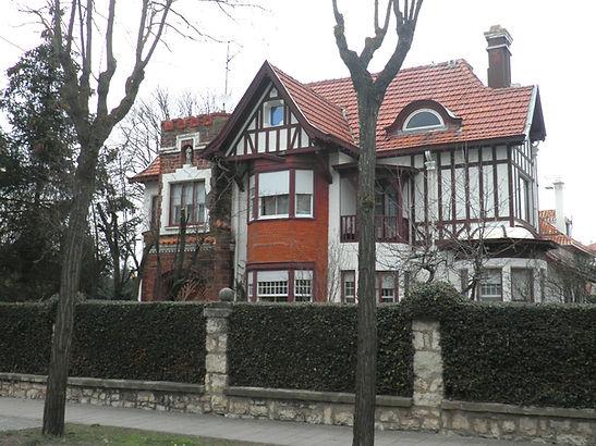 Edificio unifamiliar en la urbanizacion La Castellana (Burgos)