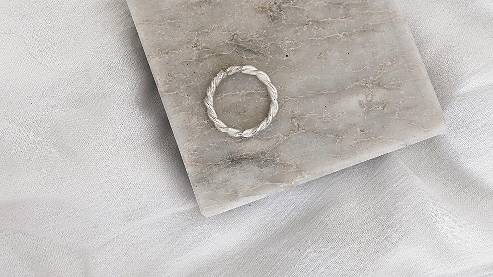 Julya Ring