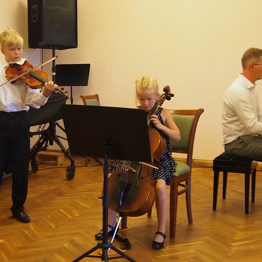 Maali Toots (3. klass, tšello), Uku Toots (7. klass, viiul), Ebe Müntel (klaver) ja Jorma Toots (klaver)