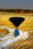 Pallon varjo syyspellolla (1).jpg