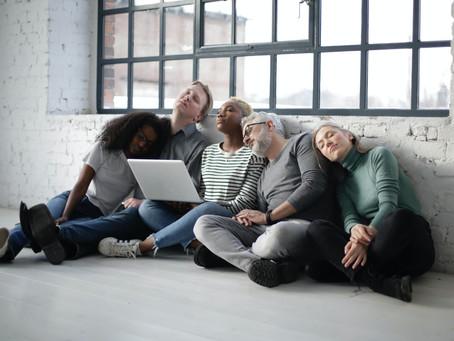 Arbeiten in agiler Selbstorganisation - ein Spannungsfeld zwischen Hochleistung und Erschöpfung