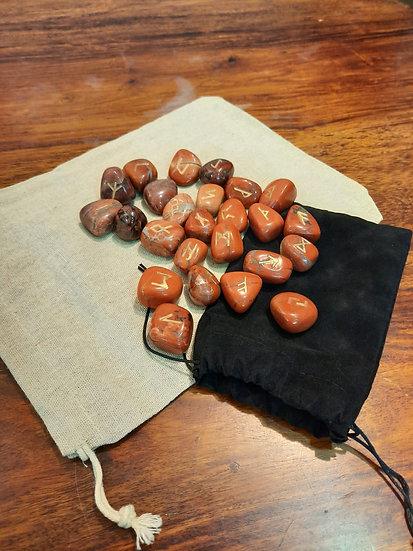 runes divinatoires  pierres jaspes rouges