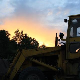 Traktor i solnedgang