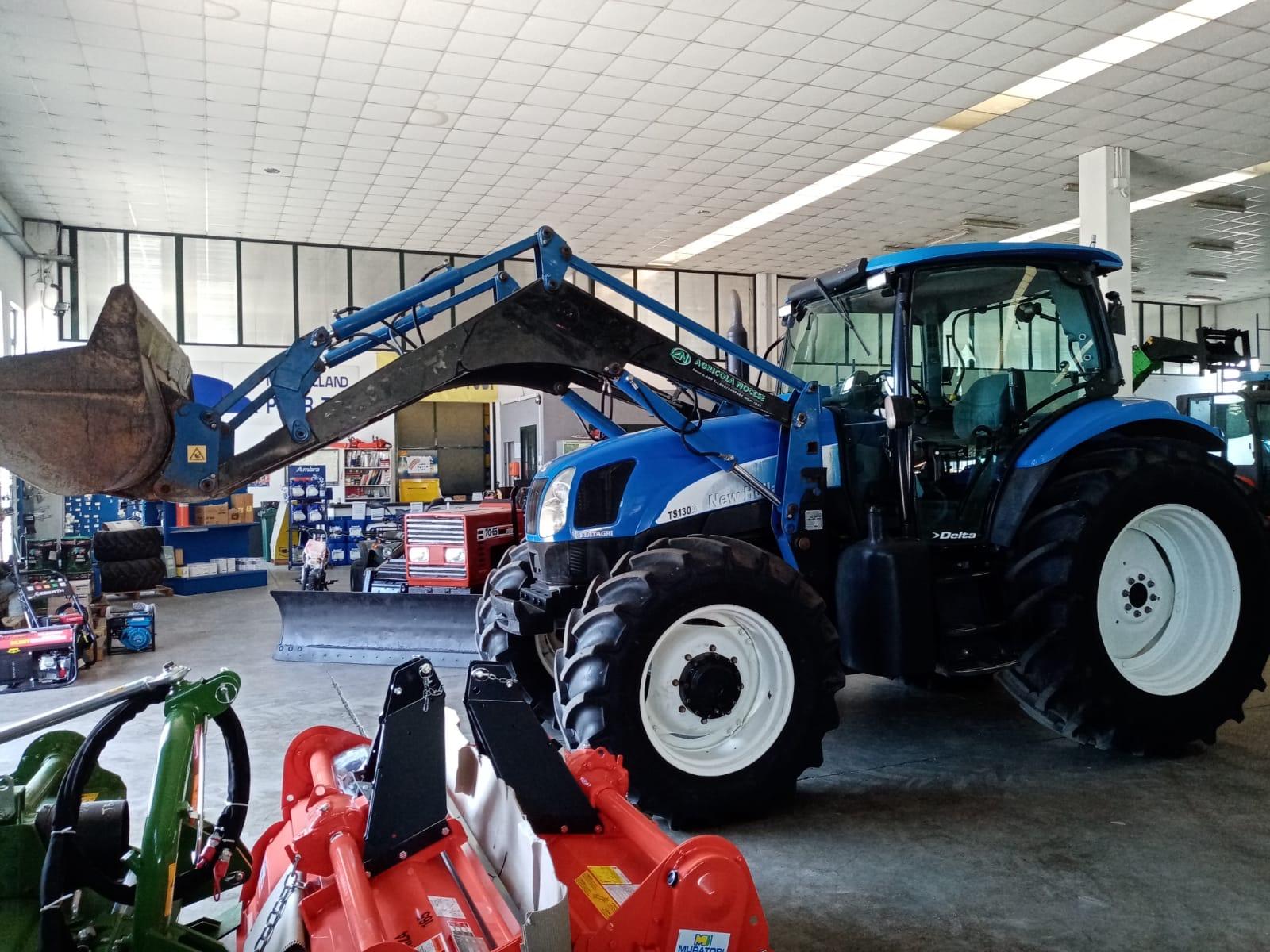 New Holland TS130 A con PALA