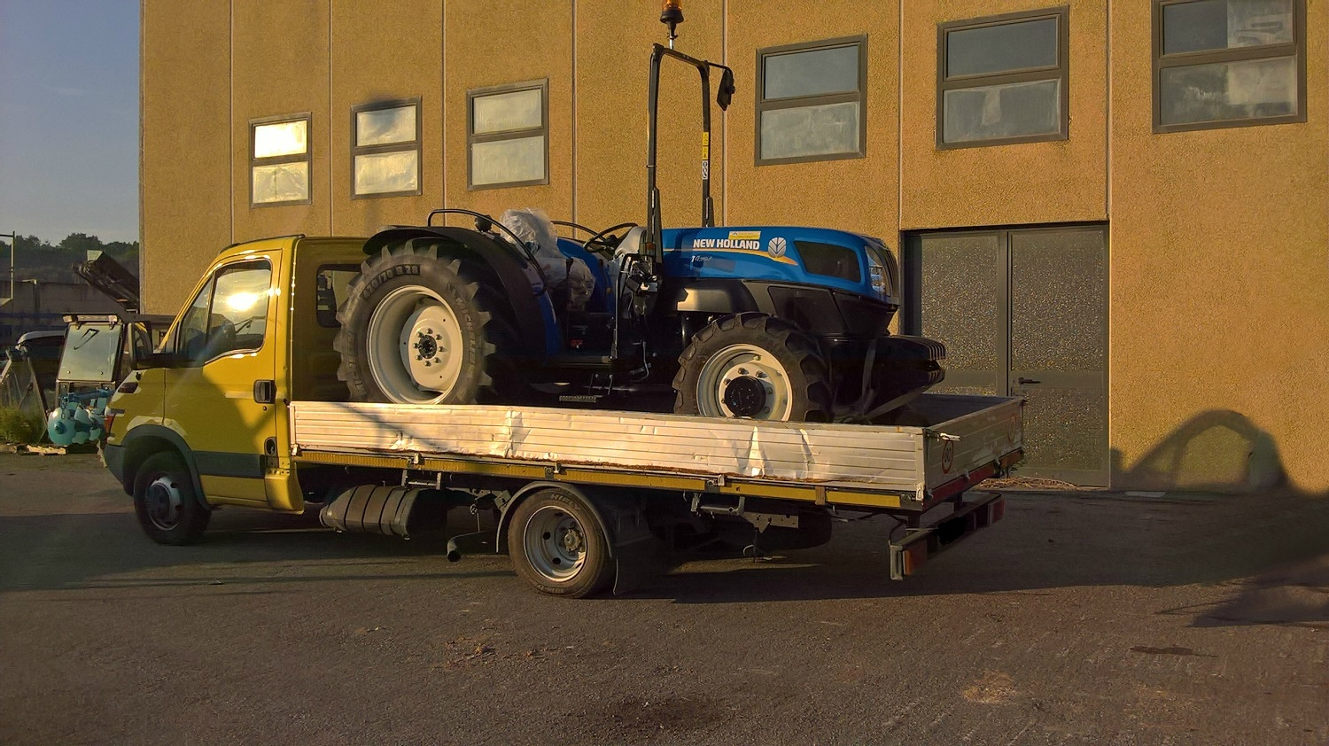 NEW HOLLAND T 4.95 LP