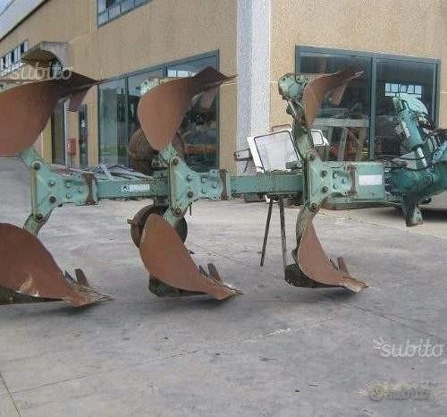 Aratro trivomere reversibile Nardi 180-200 hp