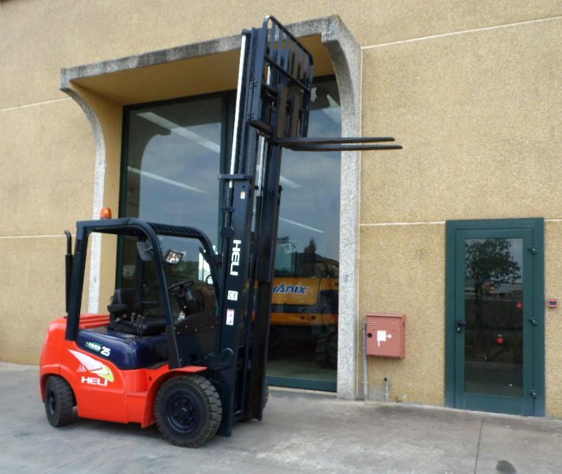 Carrello elevatore nuovo Heli diesel