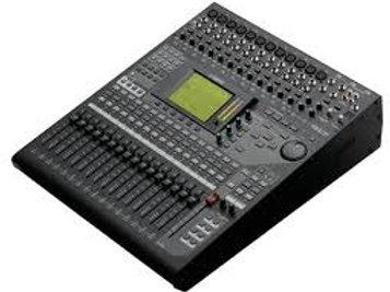 Yamaha 01v96i) Sound console