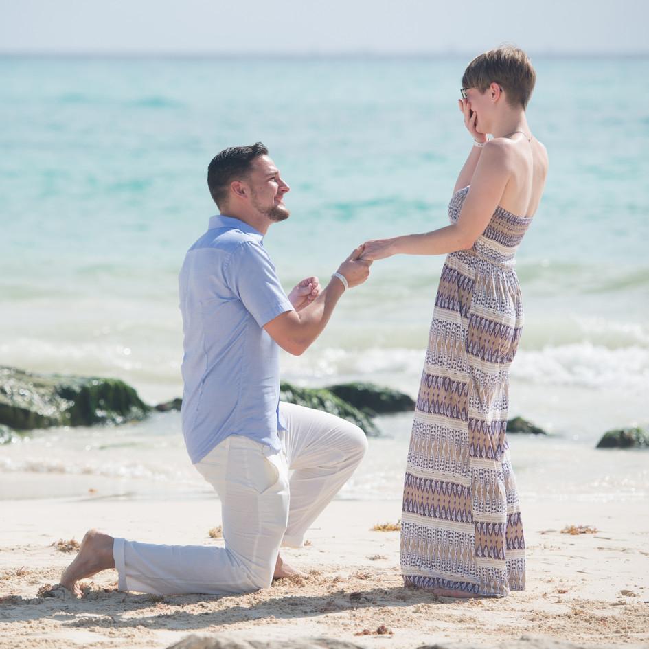 Heiratsantrag am Strand von Mexiko
