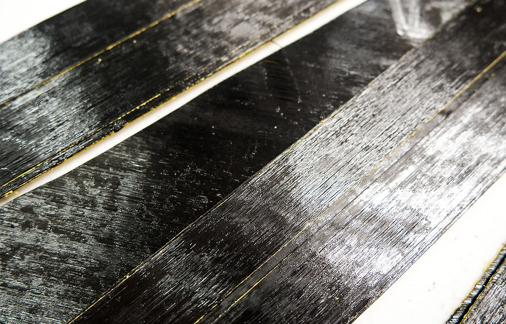 Strips of unidirectional carbon fiber tapes