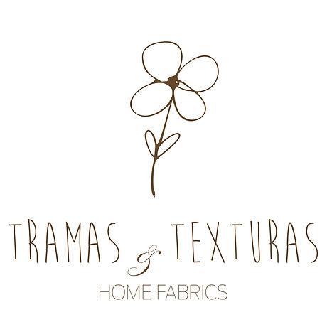 logotipo da empresa com uma flor e o texto Tramas e Texturas home Fabrics