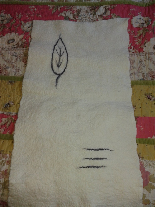 Leaf and lines motif
