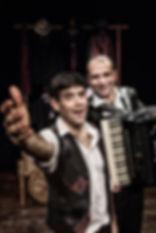 """Matthias Martelli e Matteo Castellan in """"Il Mercante di Monologhi"""", spettacolo comico-poetico con Musica dal Vivo"""
