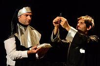 Matthias Martelli e Matteo Castellan nel monologo di Don Iphone
