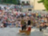 """Matthias Martelli nello spettacolo di piazza """"Il mercante di Monologhi"""""""