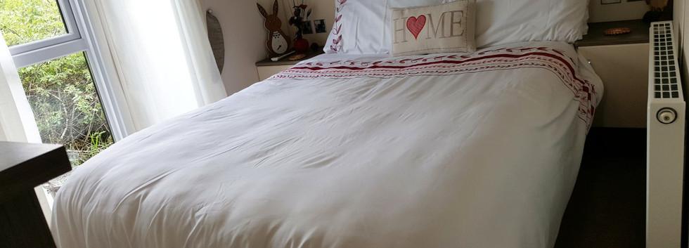 bedroom_1300.jpg