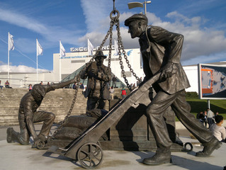 Dockers Statue by Les Johnson,  Victoria Dock