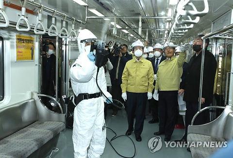 Mayor of Seoul - inspecting SteraMist Su