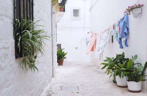 Laundry day - Locorotondo, Puglia, Italia