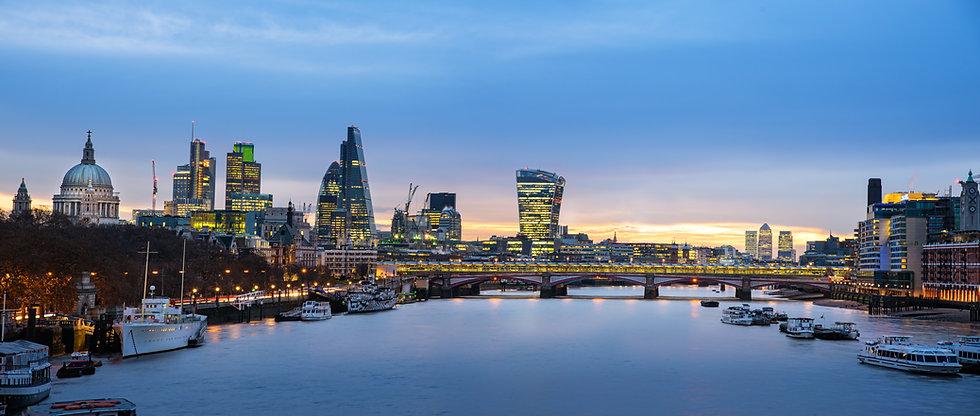 Panoramic view of London skyline over ri
