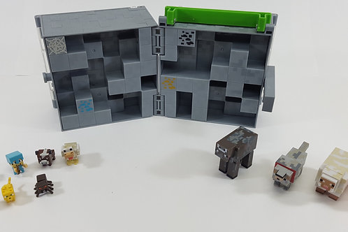 Minecraft Figurines & Carrying Case