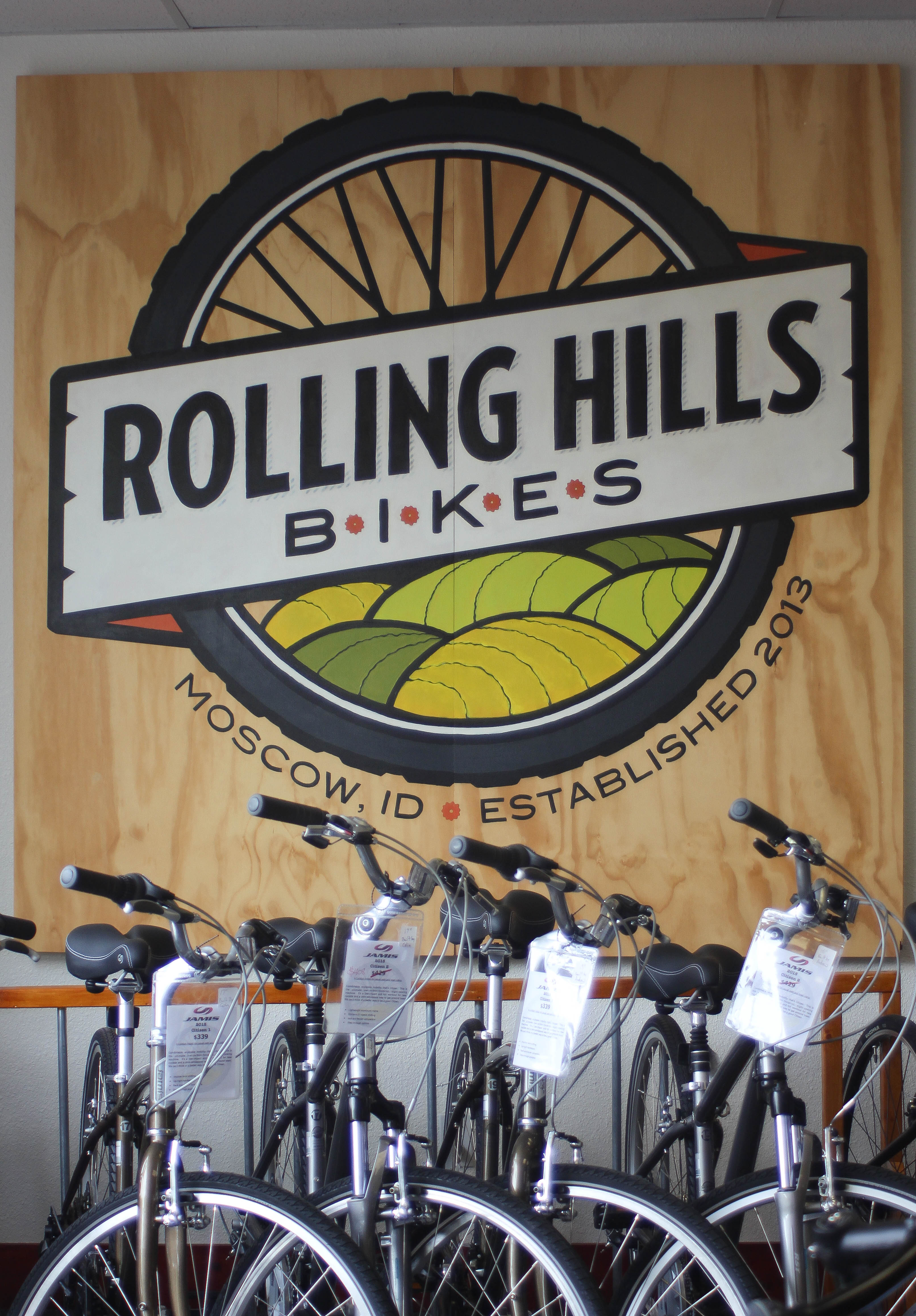 Rolling Hills Bikes, sign