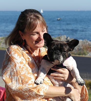 Photo of Michelle Earnest and her french bulldog Evelyn