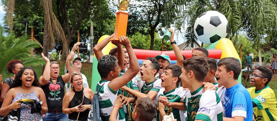 Com estádio cheio, Holambra conquista título na Copinha