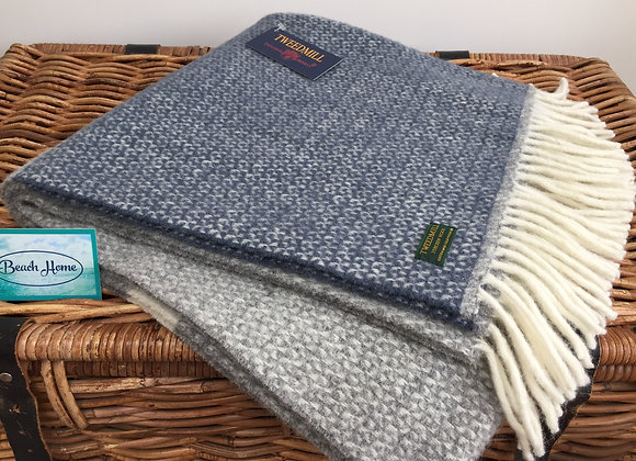 Tweedmill Textiles navy illusion colour block knee blanket