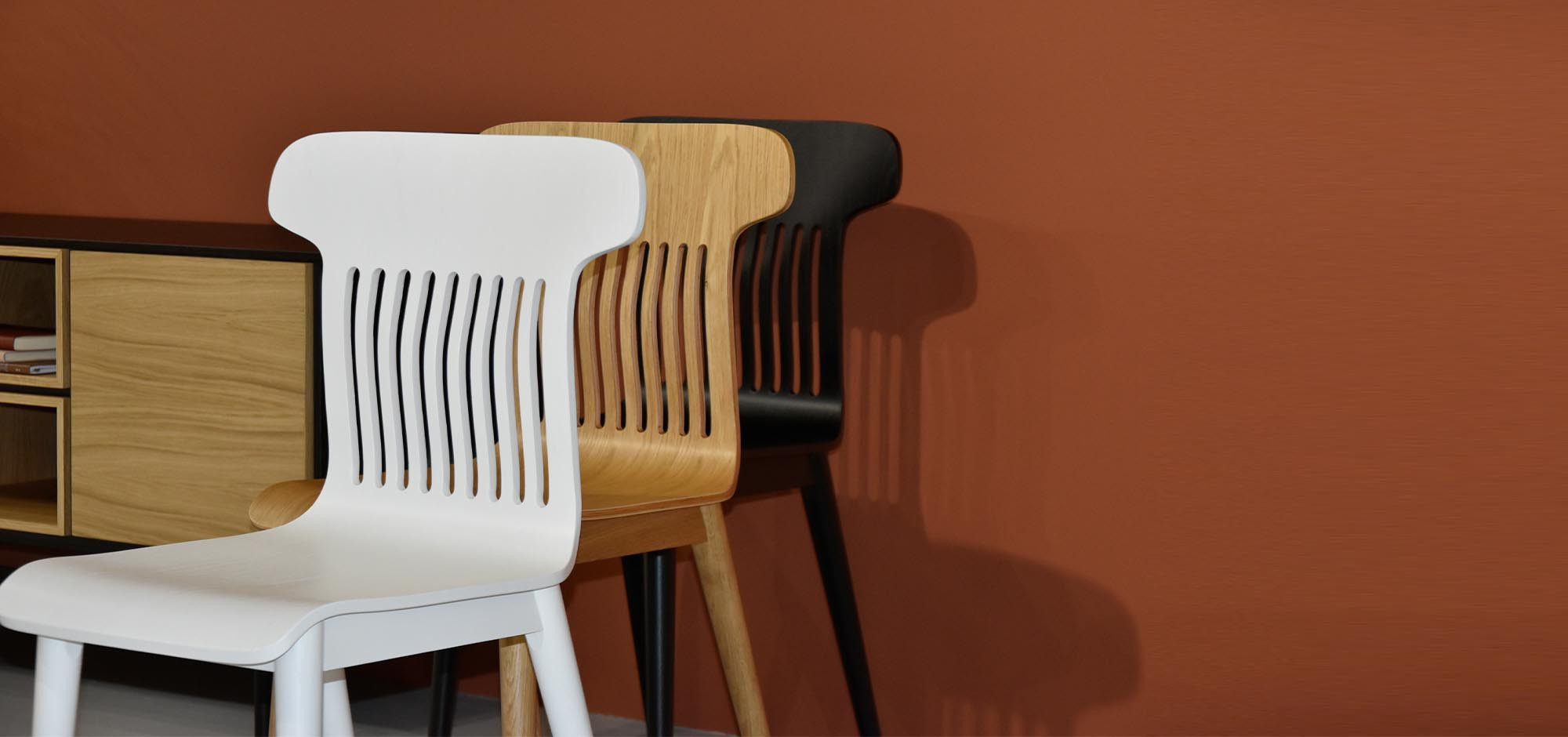 6-nowoczesne-krzesla-drewniane-designers