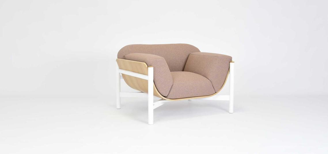biały-fotel-w-stylu-skandynawskim-wygodn