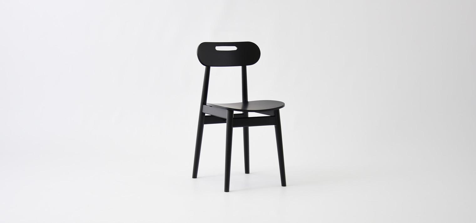 1-skanynawskie-czarne-krzesło.jpg