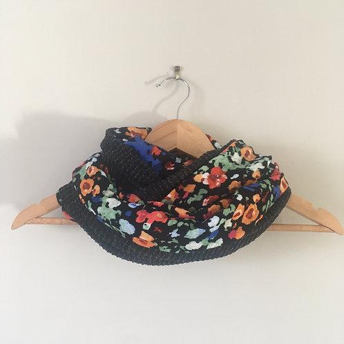 Snood lainage noir côtelé et fleurs vives
