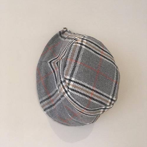 Chapeau carreaux gris